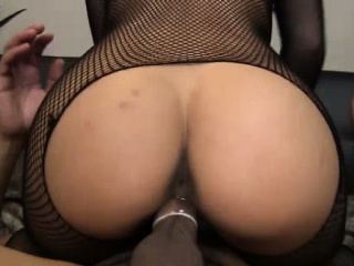 Asian babe in arms riding his hard cock