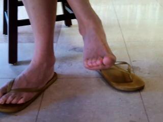 Candid asian library queen feet an Shonda from dates25com
