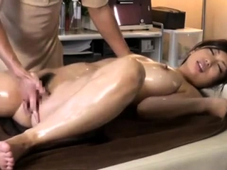 Massage with twat fingering be incumbent on Japanese piece of baggage