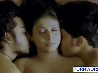 2 chaps giving a kiss one gal www.pornworn.com