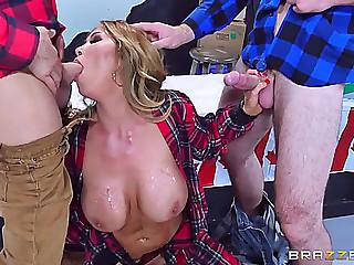 Canadian porn queen kianna dior deepthroats 2 hard dicks